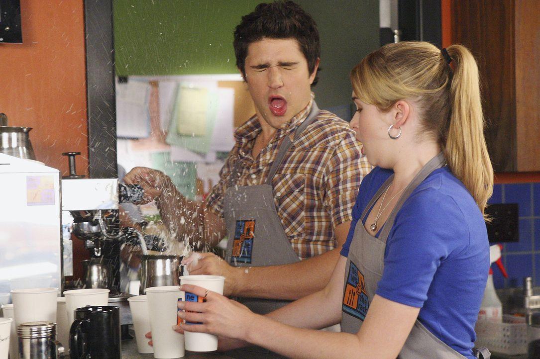 Nichts verläuft nach Plan: Kyle (Matt Dallas, l.) und Amanda (Kirsten Prout, r.) treten von einem Fettnäpfchen in das nächste ... - Bildquelle: TOUCHSTONE TELEVISION