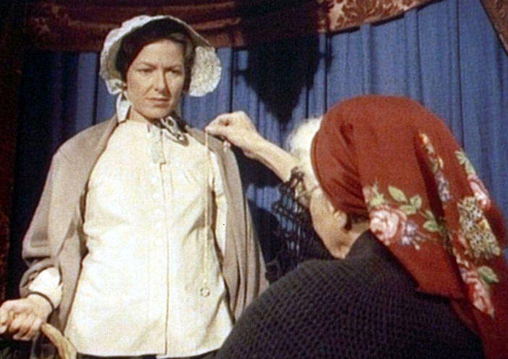 Mit Hilfe eines Pendels sagt Madame Maria (Lili Valenty, r.) voraus, dass Caroline (Karen Grassle, l.) einen kräftigen Sohn gebären wird ... - Bildquelle: Worldvision