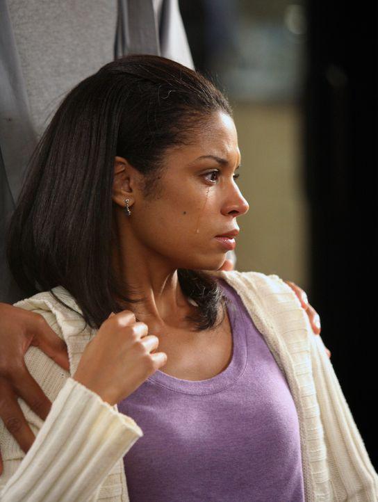 Beth (Susan Kelechi Watson) kann nicht glauben, dass ihr Kind vertauscht wurde ... - Bildquelle: 2007 American Broadcasting Companies, Inc. All rights reserved.