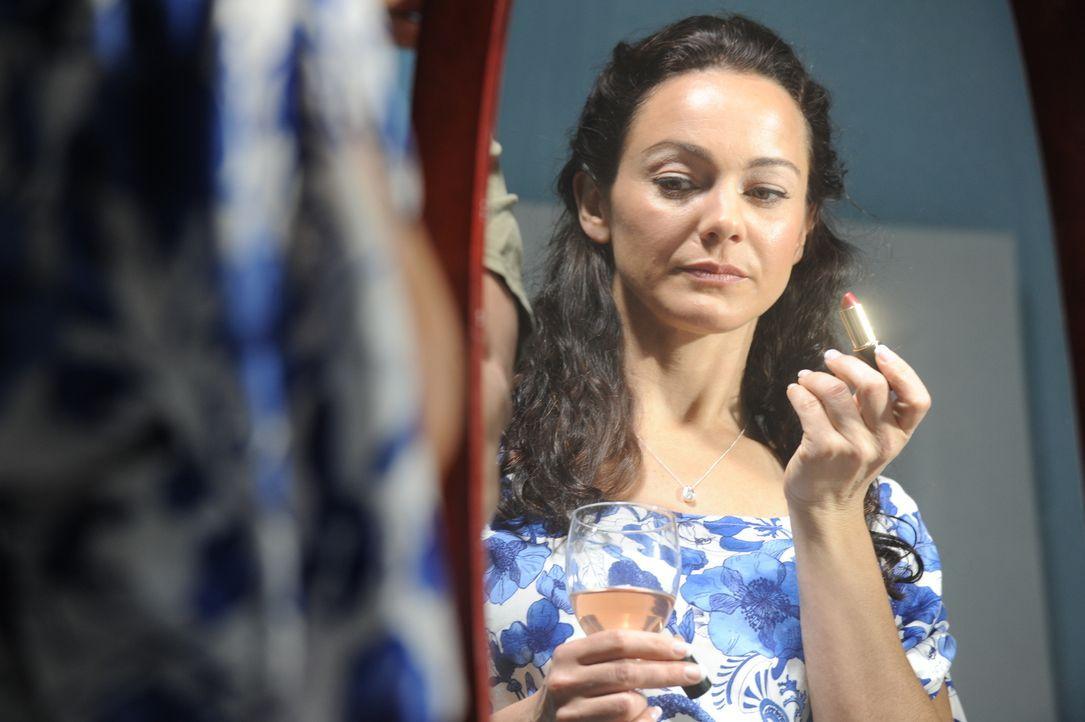 Noch freut sich Jeanine Harms (Adrian Ivonne Cowan) auf gleich zwei Dates an einem Abend, doch als sie spurlos verschwindet, erkennt die Polizei, da... - Bildquelle: Jag Gundu Cineflix 2012