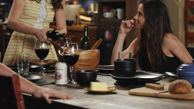 Jess (Zooey Deschanel, l.) bekommt Panik, als ihre Schwester Abby (Linda Card...