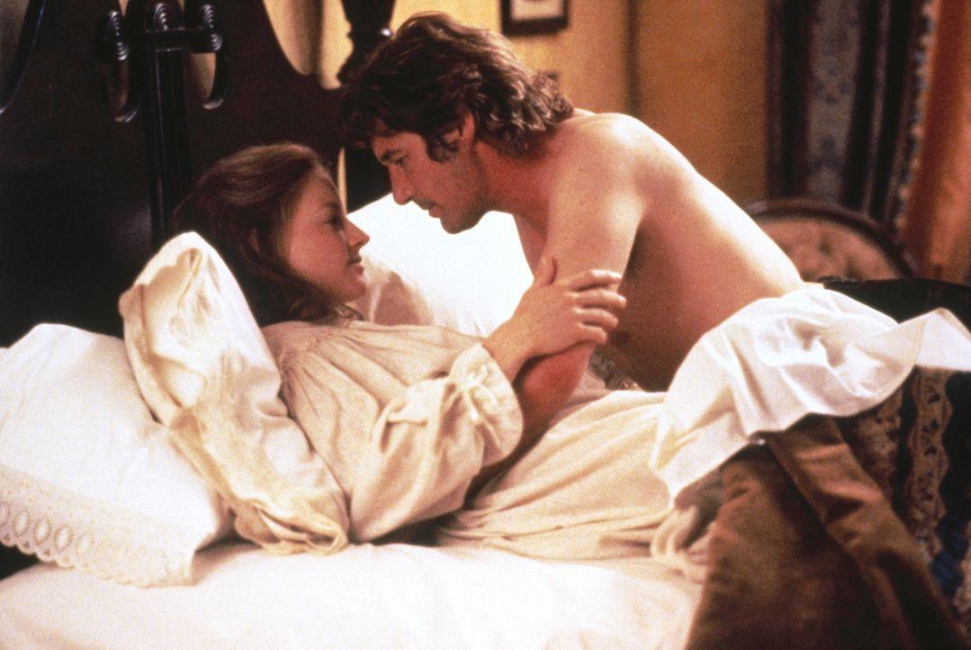 Laurel (Jodie Foster, l.) ist überzeugt, dass nicht Jack Sommersby (Richard Gere, r.) zu ihr heimgekehrt ist, da sie ihn mehr liebt, als sie ihren M... - Bildquelle: Warner Bros.