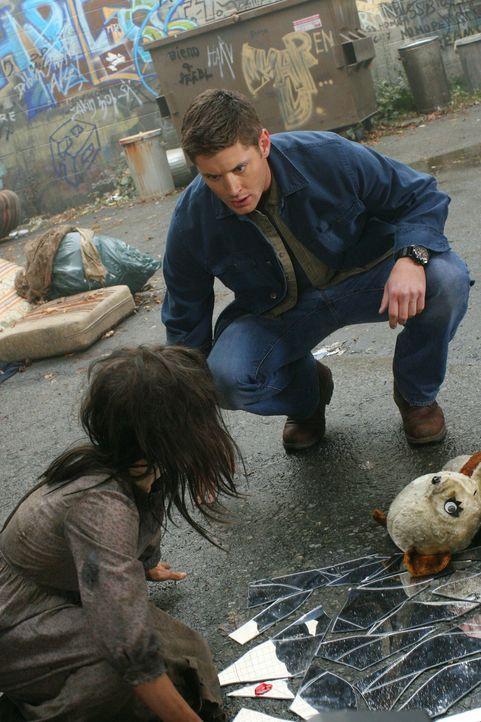 Findet sich fünf Jahre in der Zukunft wieder: Dean (Jensen Ackles, r.) ... - Bildquelle: Warner Bros. Television