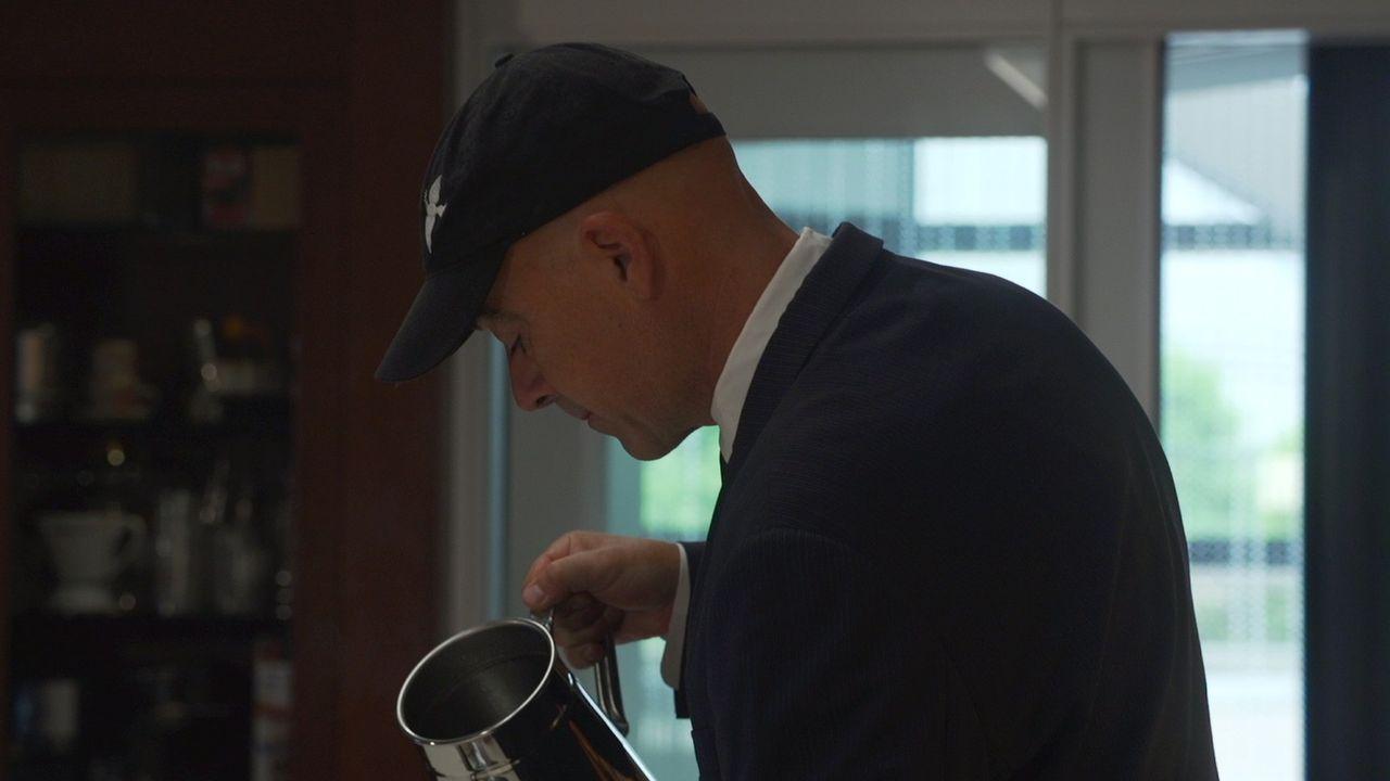 Todd Carmichael erfindet das Kaffee-Brühen neu, was eine Reise nach Japan mit sich bringt. Dort will er seine Methode vorstellen und dabei Geschäfte... - Bildquelle: 2015, The Travel Channel, L.L.C. All Rights Reserved.