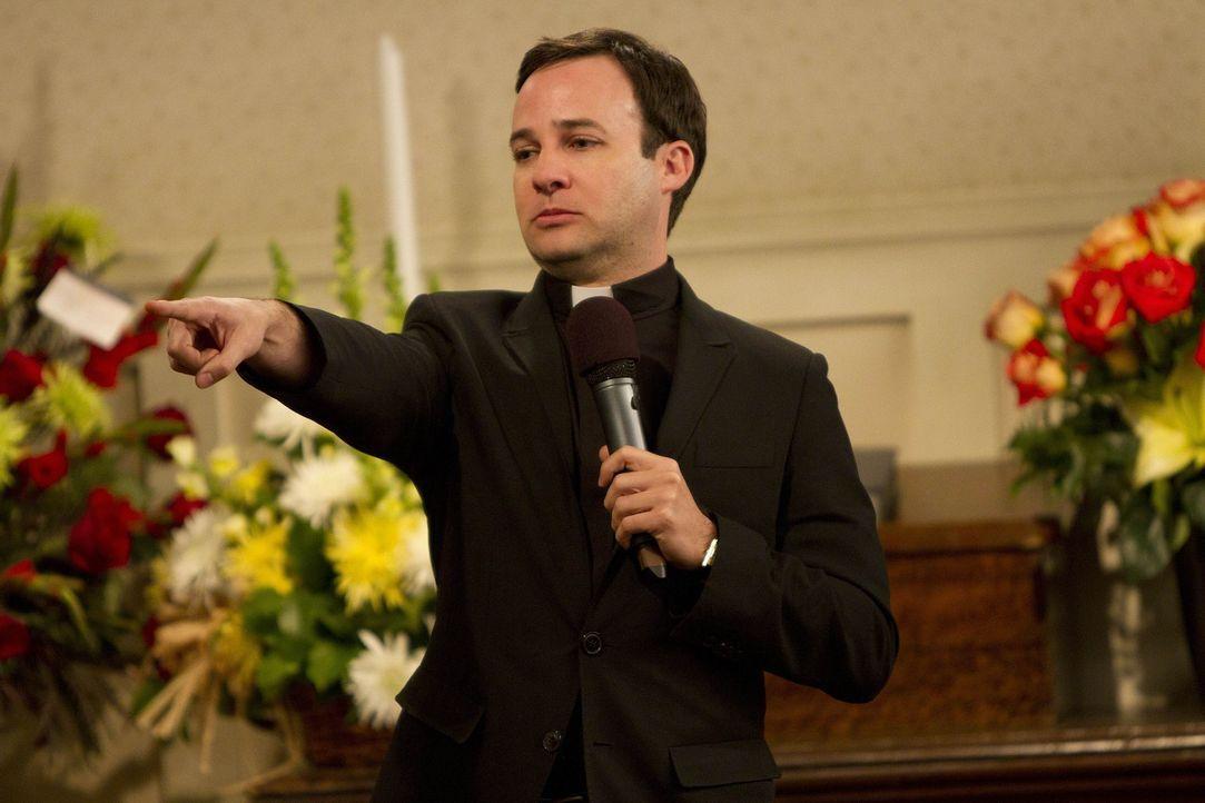 Marshall kann nicht glauben, dass nicht der von ihnen gewünschte Pastor den Trauergottesdienst halten wird, sondern dessen Sohn Trey (Danny Strong)... - Bildquelle: 20th Century Fox International Television