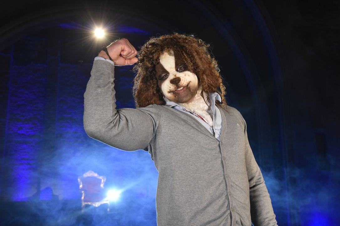 Bei dieser süßen Hunde-Maske werden die Frauen dem Italiener Ricardo doch wohl zu Füßen liegen ... - Bildquelle: Andre Kowalski Sixx