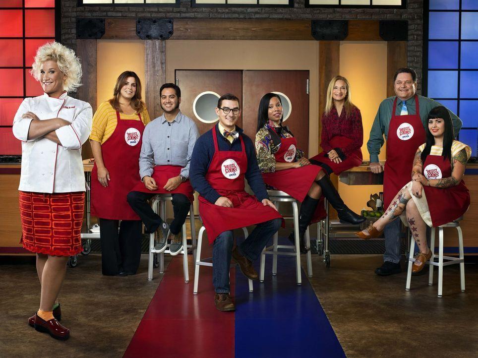 Anne Burrell (l.) und ihr rotes Team aus schlechten Köchen stellt sich der Aufgabe, zu lernen, endlich schmackhafte Gerichte kochen zu können ... - Bildquelle: 2012, Television Food Network, G.P.