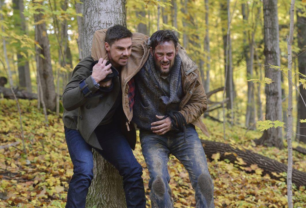 Schafft es Vincent (Jay Ryan, l.), den unschuldigen Eddie (Darren Keay, r.) vor Bob zu retten? - Bildquelle: Ben Mark Holzberg 2015 The CW Network, LLC. All rights reserved.
