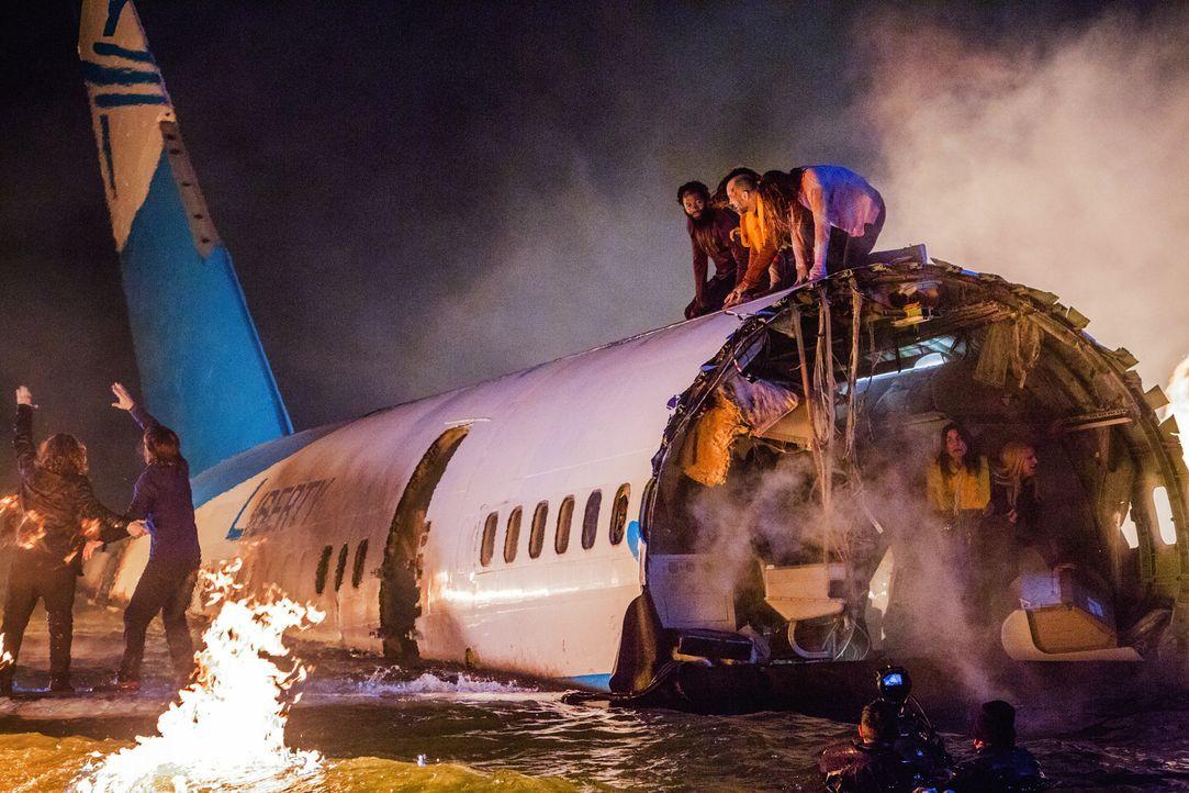 Nach einem Absturz droht das Flugzeug zu sinken. Können die Einsatzkräfte die Überlebenden noch rechtzeitig retten? - Bildquelle: 2018 Fox and its related entities.  All rights reserved.