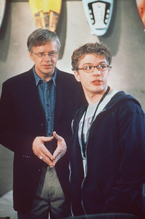 Eines Tages erhält der junge, geniale Programmierer Milo Hoffmann (Ryan Phillippe, r.) ein Jobangebot von dem Software-Giganten Gary Winston (Tim R... - Bildquelle: 2000 - Metro Goldwyn Mayer
