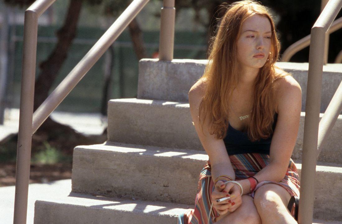 Niemand ahnt, dass Barbie (Alicia Witt) seit Jahren eine sexuelle Beziehung mit dem Stiefvater führt ... - Bildquelle: Tomorrow Film