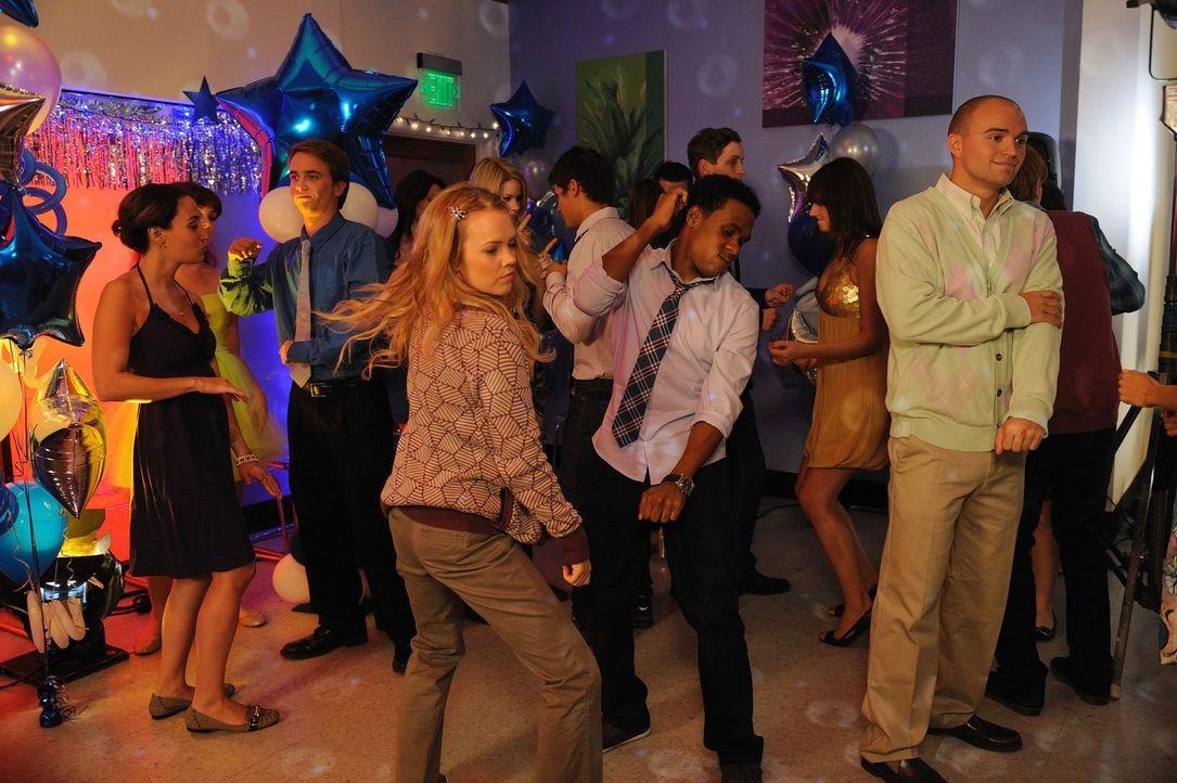 Partytime in Chatswin: Kimantha (Abbie Cobb, M.l.) und Malik (Maestro Harrell, M.r.) ... - Bildquelle: Warner Brothers