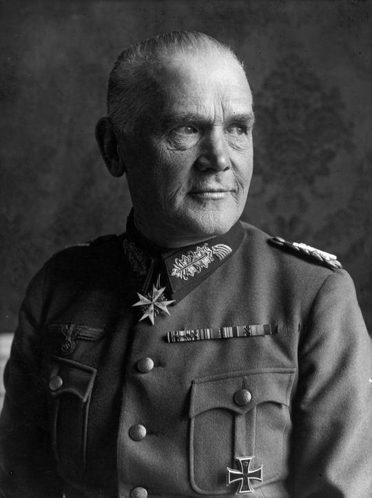 Tritt wegen seiner Frau vom Amt zurück: der Generalfeldmarschall der Wehrmacht, Werner von Blomberg ... - Bildquelle: Imagno/Austrian Archives
