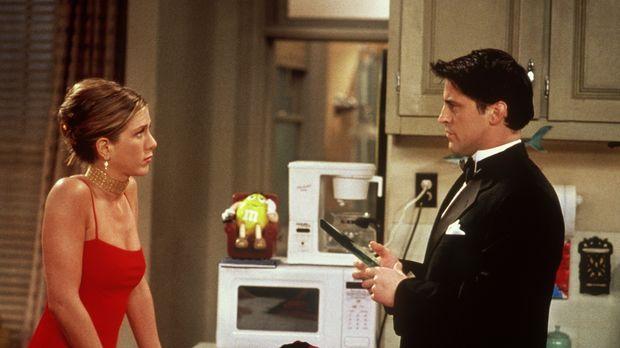 Rachel (Jennifer Aniston, l.) versucht Joey (Matt LeBlanc, r.) klarzumachen,...