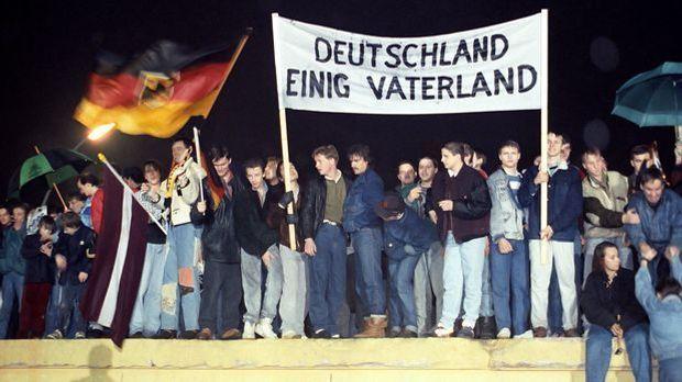 Mauerfall-Berlin-89-12-22-dpa.jpg