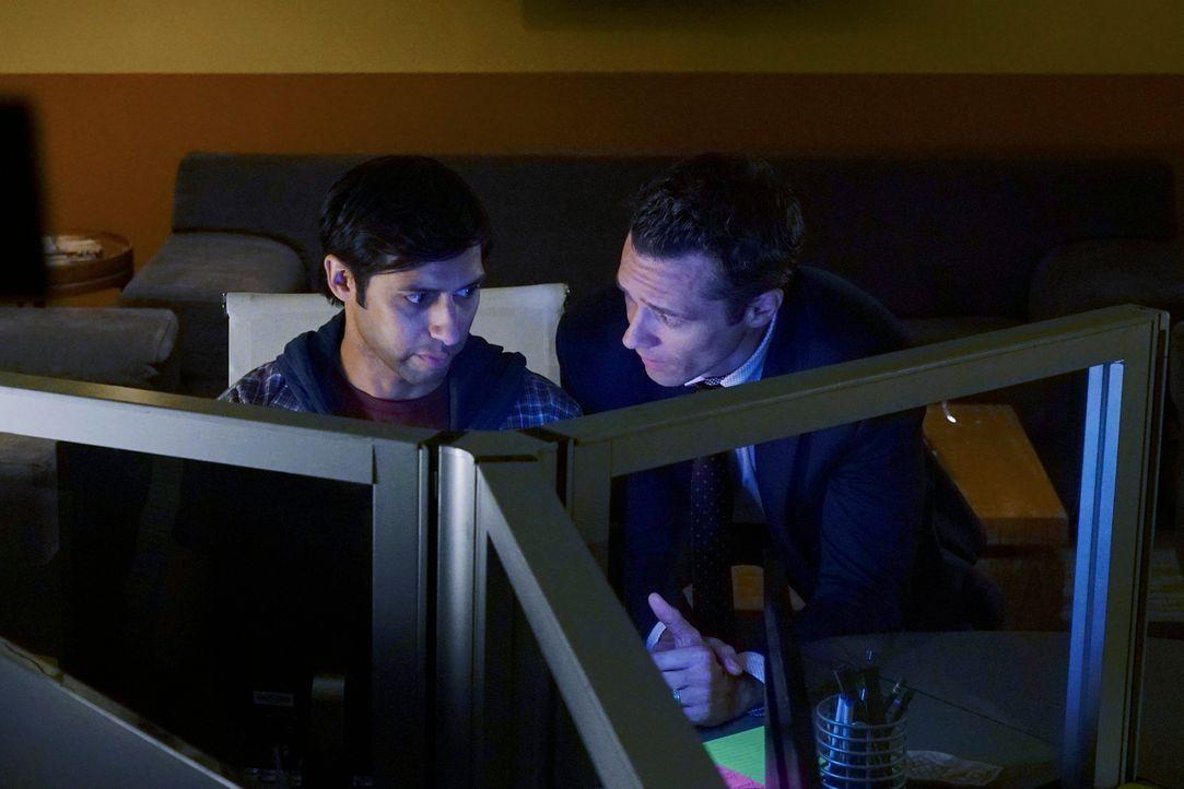 Bei den Ermittlungen stoßen Kevin (Seamus Dever, r.) und seine Kollegen auf Evan (Aly Mawji, l.). Doch hat er wirklich etwas damit zu tun? - Bildquelle: ABC Studios