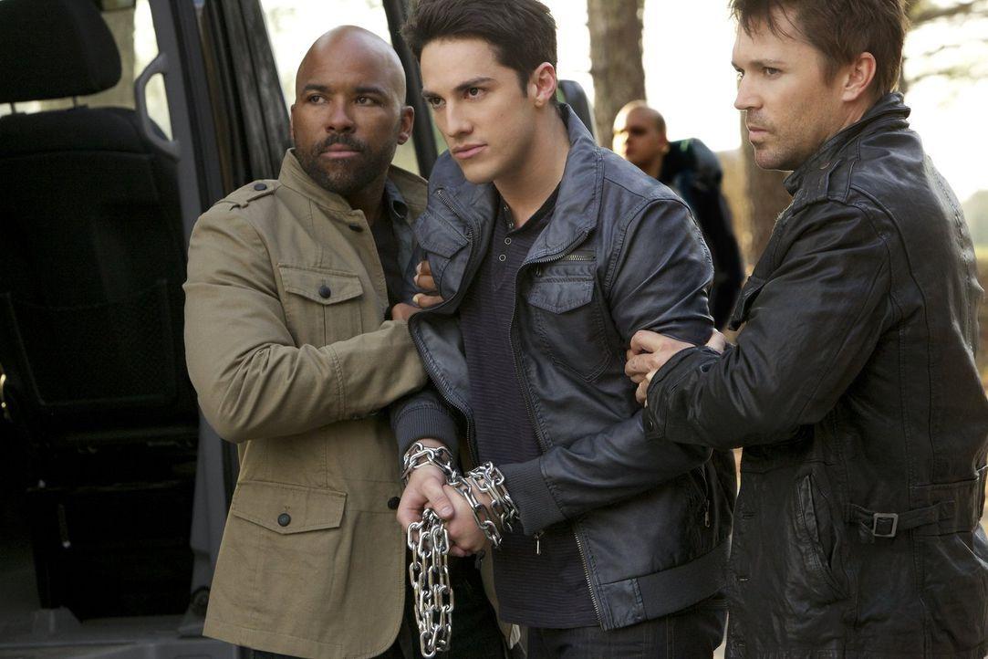 Wird Tyler (Michael Trevino, M.) jemals seinen Körper wiederbekommen? - Bildquelle: Warner Brothers