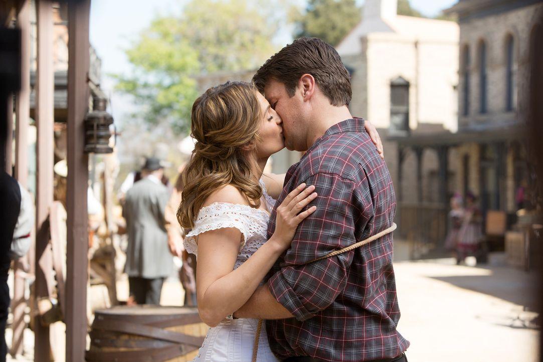 Erleben ganz besondere Flitterwochen: Castle (Nathan Fillion, r.) und Beckett (Stana Katic, l.) ... - Bildquelle: ABC Studios
