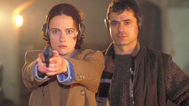Schon bald fasst Anna (Claudia Michelsen, l.) großes Vertrauen zu dem Stallbe...