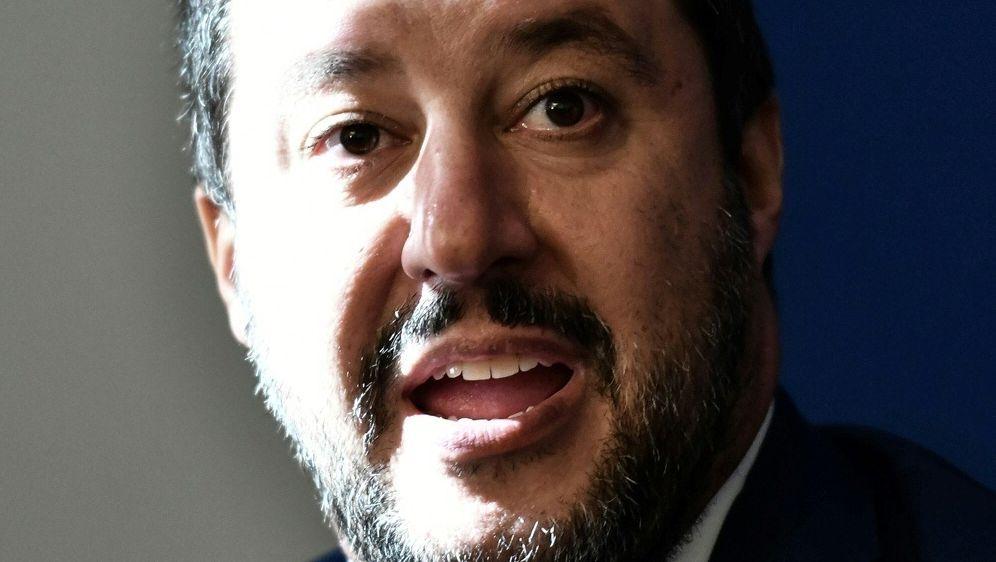 Matteo Salvini fordert Geld für Sicherheit von den Klubs - Bildquelle: AFPSIDALBERTO PIZZOLI