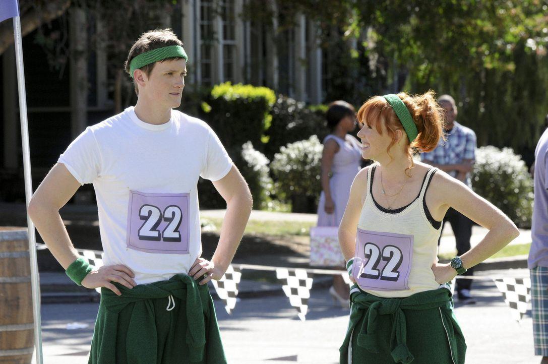 Wenigstens ein Team weiß das Bluebell Battle zu schätzen: Tom (Ross Philips, l.) und Wanda (Mallory Moya, r.) ... - Bildquelle: Warner Bros.