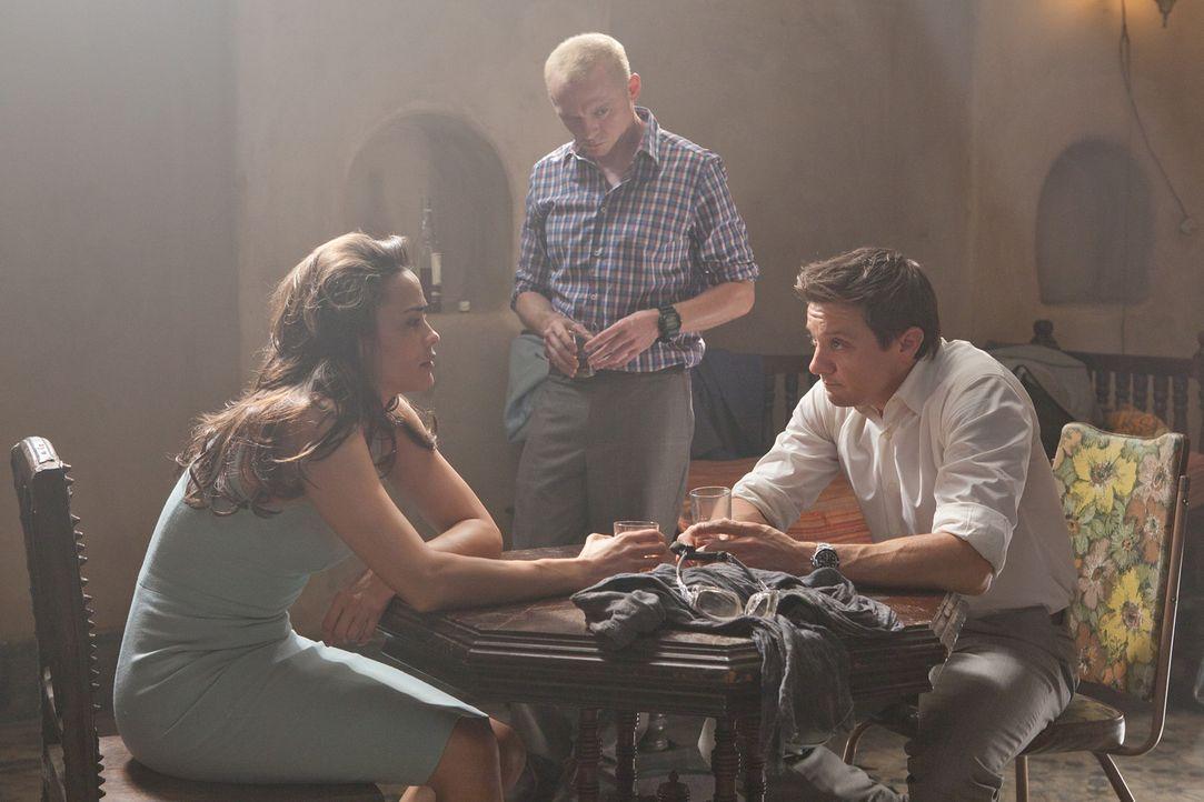 Sie lassen Ethan nicht hängen: Jane (Paula Patten, l.), Benji (Simon Pegg, M.) und William (Jeremy Renner, r.) wollen dem Geheimagenten helfen, ein... - Bildquelle: 2011 Paramount Pictures.  All Rights Reserved.
