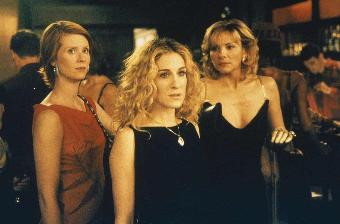 Carrie (Sarah Jessica Parker, M.), Miranda (Cynthia Nixon, l.) und Sam (Kim Cattrall, r.) haben mit den Geistern der Vergangenheit zu kämpfen ... - Bildquelle: Paramount Pictures