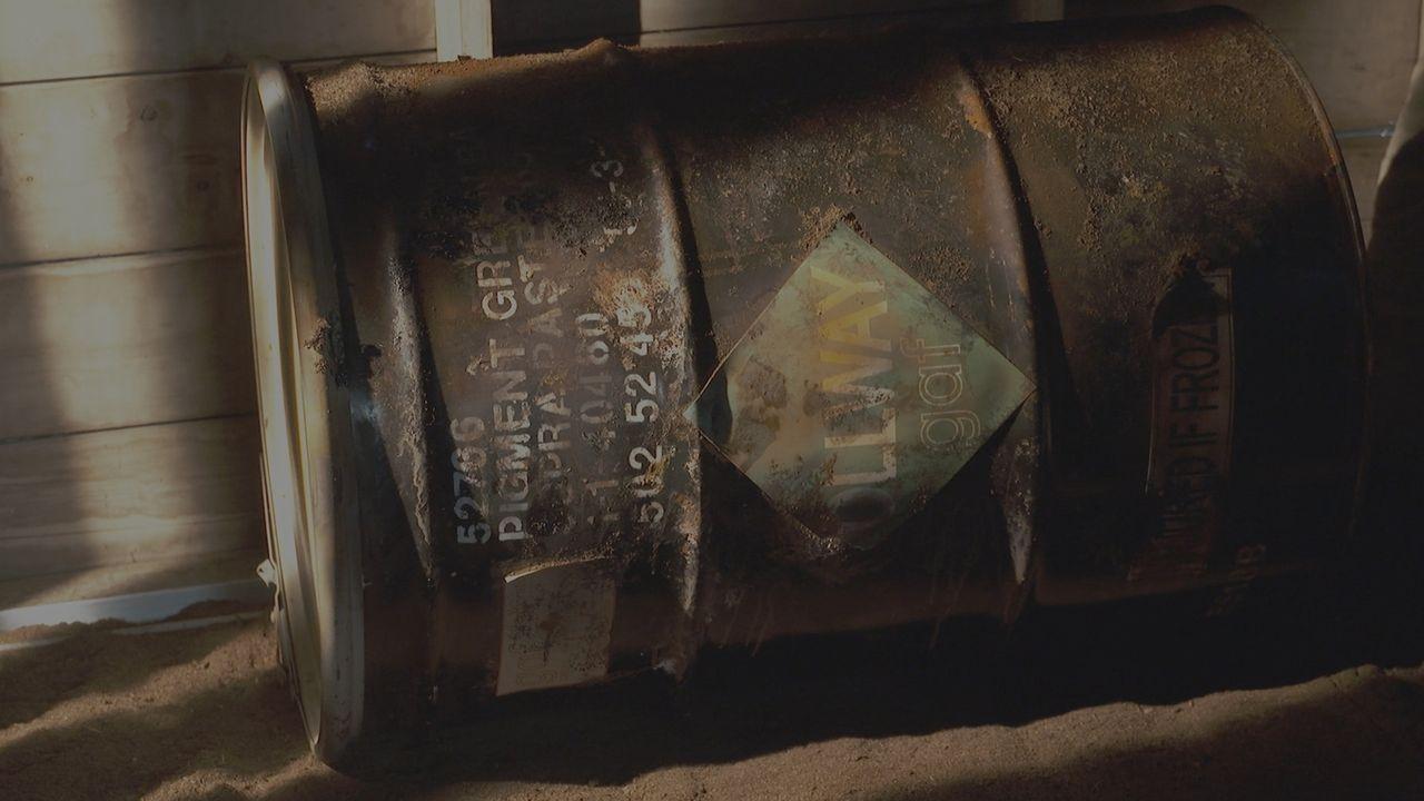 Gruseliger Fund: Im Jahr 1999 wird ein altes Benzin-Fass in einem Hohlraum unterhalb des Hauses in einer wohlhabenden Nachbarschaft in Long Island,... - Bildquelle: LMNO Cable Group
