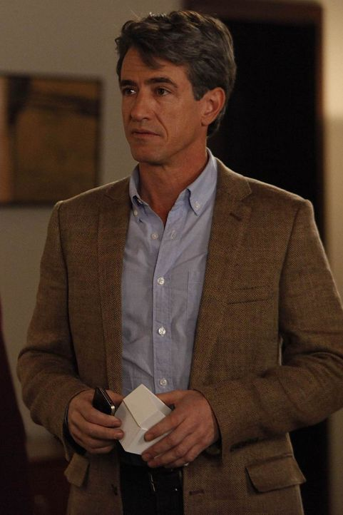 Jess ärgert sich nach einem Elterngespräch über den wohlhabenden Vater einer Schülerin, Russell (Dermot Mulroney). Doch überraschend erweist er sich... - Bildquelle: 20th Century Fox