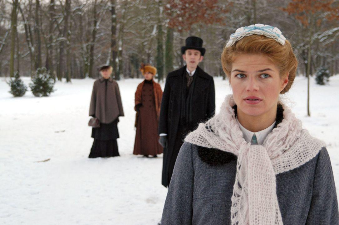 Ein dubioser Arbeitsvermittler verfolgt Anna (Annekathrin Bach) auf dem Weg nach Hause ... - Bildquelle: Aki Pfeiffer Sat.1
