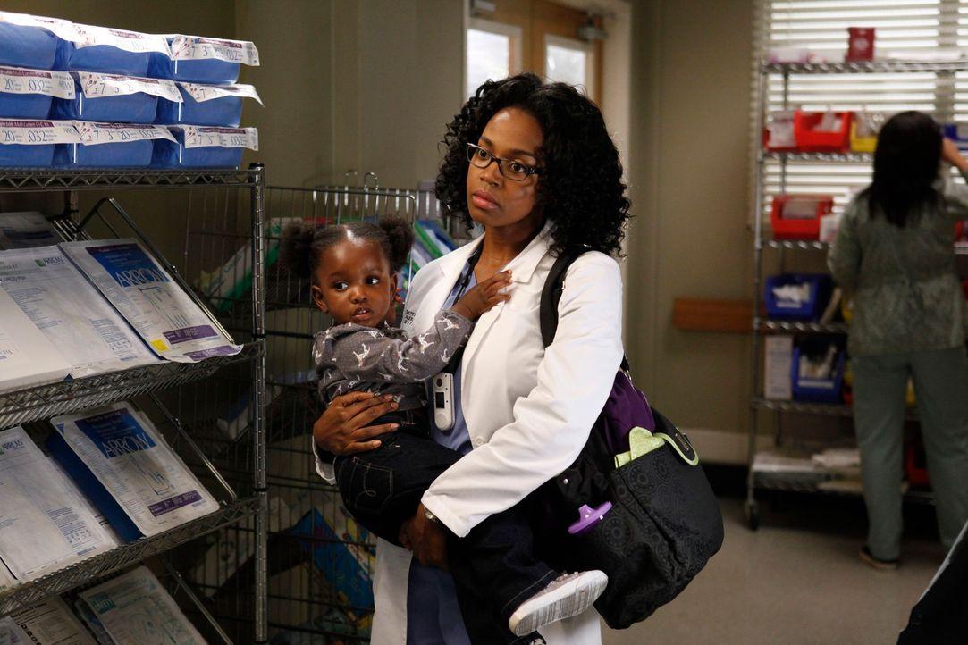 Nicht nur Callie, sondern auch Dr. Stephanie Edwards (Jerrika Hinton) muss sich um Zola kümmern ... - Bildquelle: ABC Studios