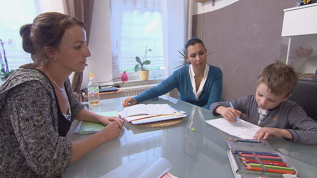 Jannik_macht_mit_Mutter_Ramona_Hausaufgaben - Bildquelle: SAT.1