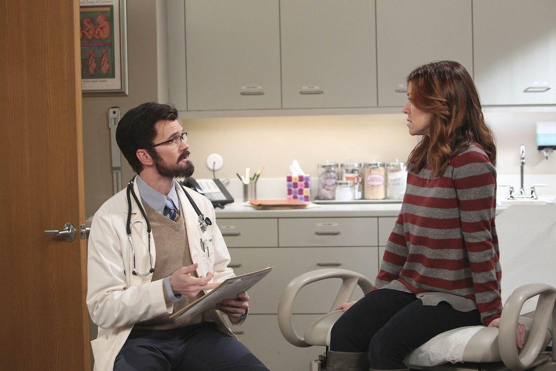 Da Lily (Alyson Hannigan, r.) nach einigen Monaten immer noch nicht schwanger ist, entscheiden sie sich mit Marshall zu einem Spezialisten (Neil Pat... - Bildquelle: 20th Century Fox International Television