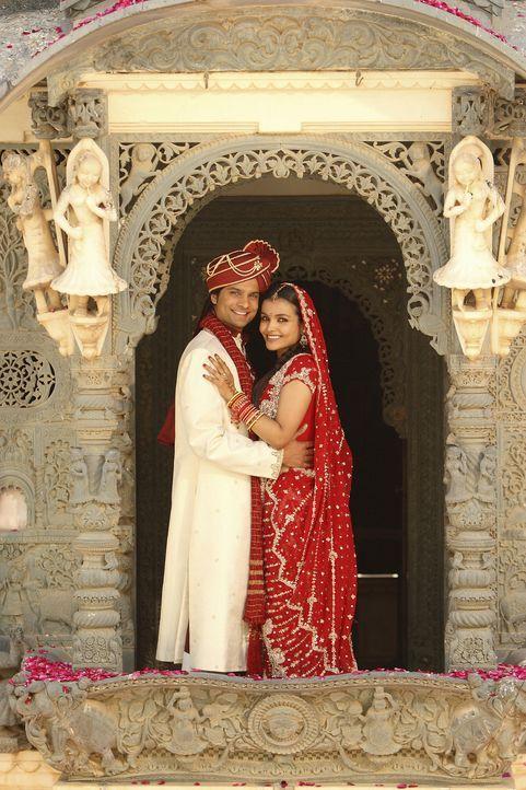 Nicht nur vor Viks Filmkamera das perfekte Paar: Gita (Deepti Daryanani, r.) und ihr Partner  Rahim (Rupak Ginn, l.) ... - Bildquelle: Disney - ABC - ESPN Television