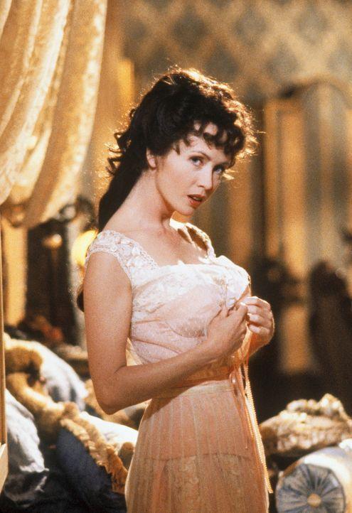 Lucy (Lysette Anthony) bekommt einen nächtlichen Besucher - der blutige Nächte Liebesnächten vorzieht ... - Bildquelle: CASTLE ROCK ENTERTAINMENT