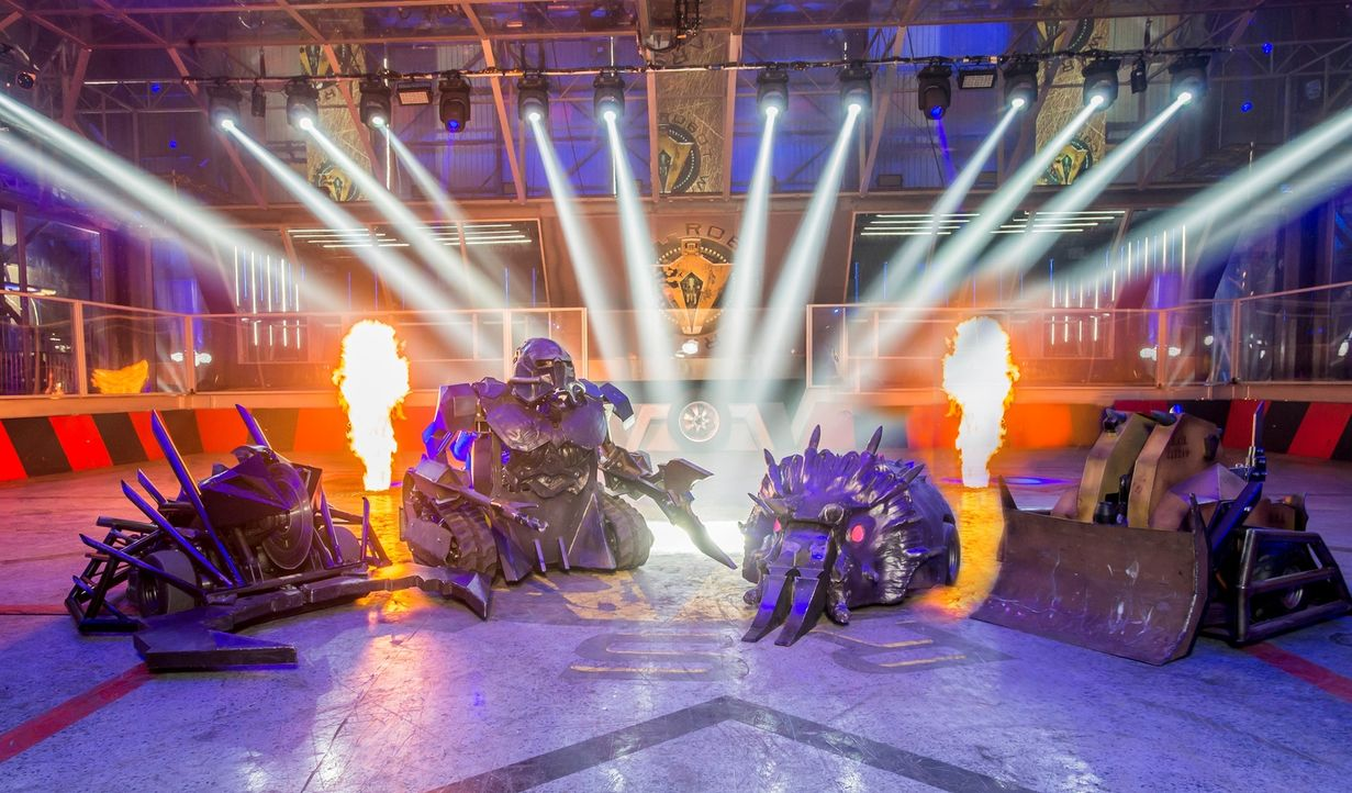 """Bei """"Robot Wars"""" treten insgesamt 40 von Teilnehmern selbst gebaute Roboter in einer Arena gegeneinander an. In jeder Episode geht ein Roboter als G... - Bildquelle: Alan Peebles"""