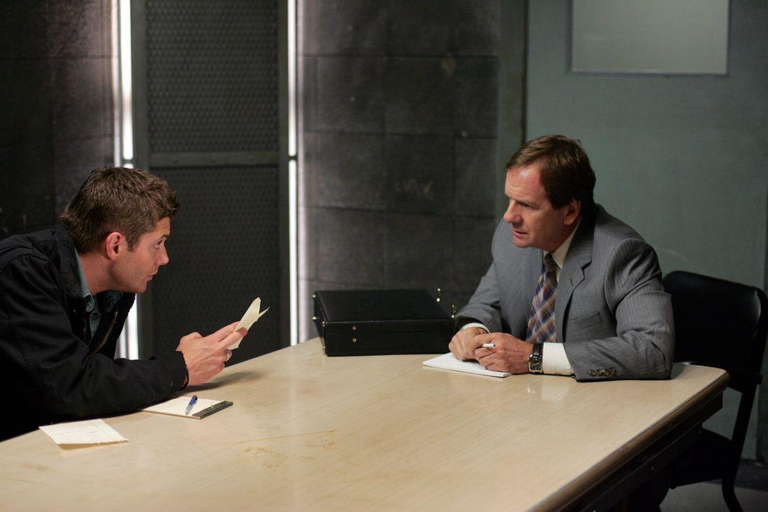 Diana bietet Dean (Jensen Ackles, l.) an, mit dem Staatsanwalt (Andy Stahl, r.) einen Deal auszuhandeln ...