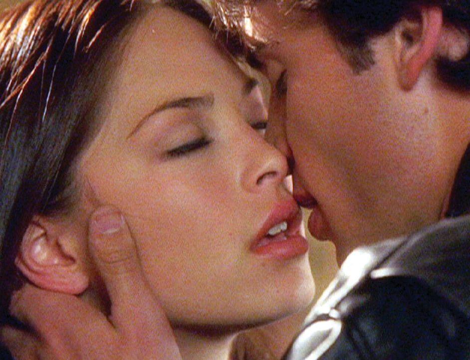 """Als """"Bad Guy"""" traut sich der sonst schüchterne Clark (Tom Welling, r.) sogar, die schöne Lana (Kristin Kreuk, l.) anzubaggern ... - Bildquelle: Warner Bros."""