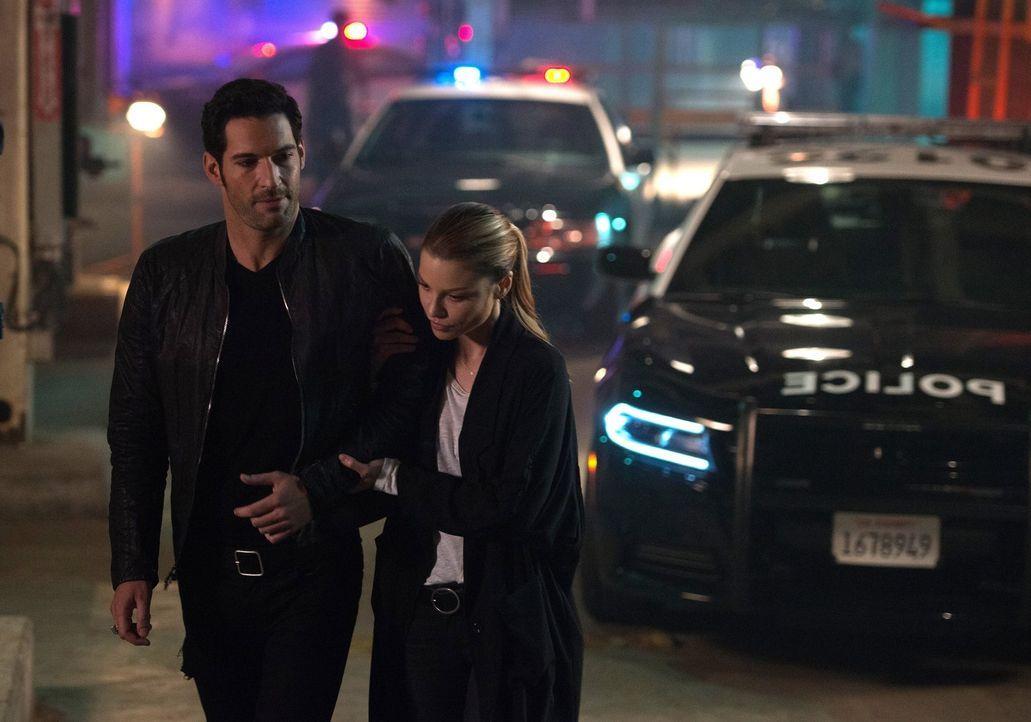 Eine junge Frau wird vermisst. Können Lucifer (Tom Ellis, l.) und Chloe (Lauren German, r.) gemeinsam das Mädchen finden, bevor es zu spät ist? - Bildquelle: 2016 Warner Brothers