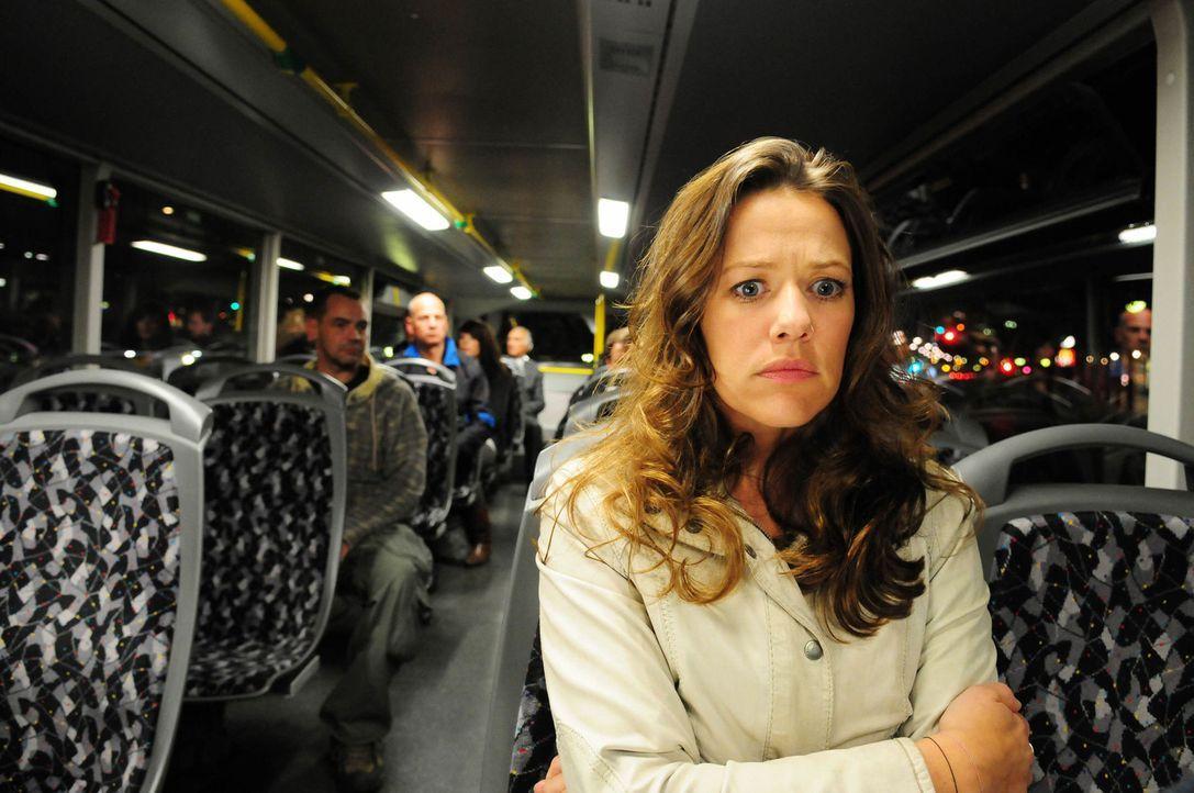 Schon bald erkennt Anna (Alexandra Neldel), dass der Killer jeden ihrer Schritte überwacht, dass er sich immer in ihrer direkten Nähe befinden mus... - Bildquelle: Christiane Pausch ProSieben