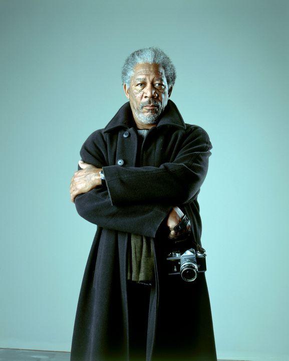 Ist schon lange ausgebrannt: Zunächst will Moses Ashford (Morgan Freeman) der Verschwörungstheorie seines jungen Angestellten keinen Glauben schen... - Bildquelle: 2005 FILM & ENTERTAINMENT VIP MEDIENFONDS 3 GmbH & Co. KG GmbH