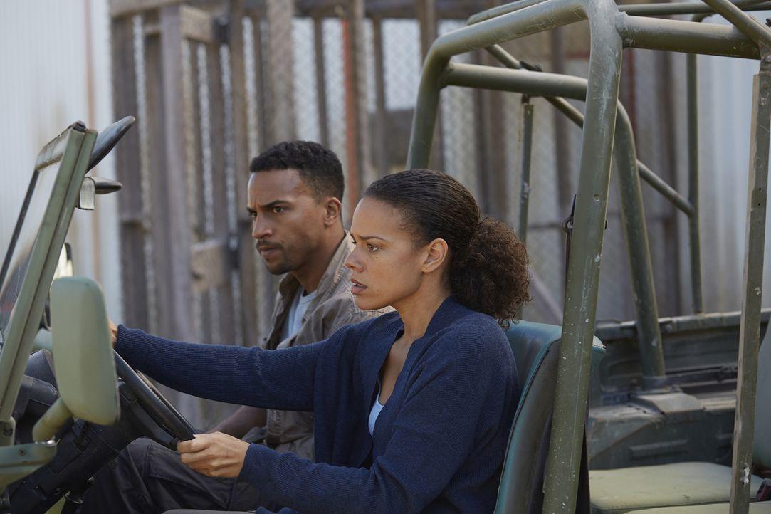 Nachdem Rachel (Genelle Williams, r.) herausgefunden hat, was Logan (Michael Xavier, l.) ist, trifft sie eine Entscheidung ... - Bildquelle: 2015 She-Wolf Season 2 Productions Inc.