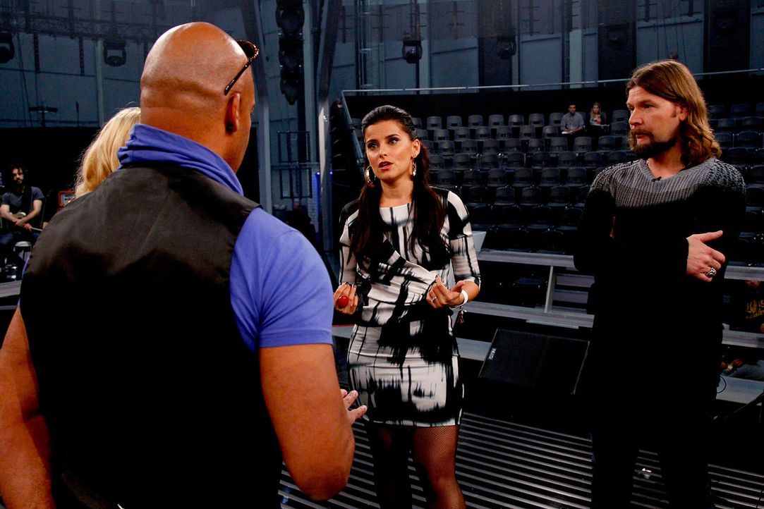 battle-rayland-vs-ronja-nelly-furtado-02-the-voice-of-germany-huebnerjpg 1700 x 1133 - Bildquelle: SAT1/ProSieben/Richard Hübner