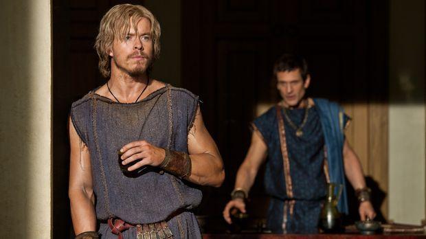 Lässt sich von Marcus Crassus (Simon Merrells, r.) überreden, gegen Spartacus...