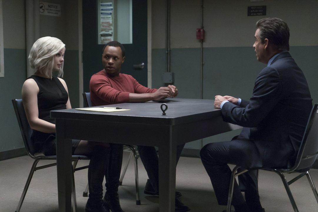 Auf der Suche nach dem Mörder einer Domina, müssen Liv (Rose McIver, l.) und Clive (Malcolm Goodwin, M.) voll und ganz auf Visionen bauen. Hat Johnn... - Bildquelle: 2017 Warner Brothers