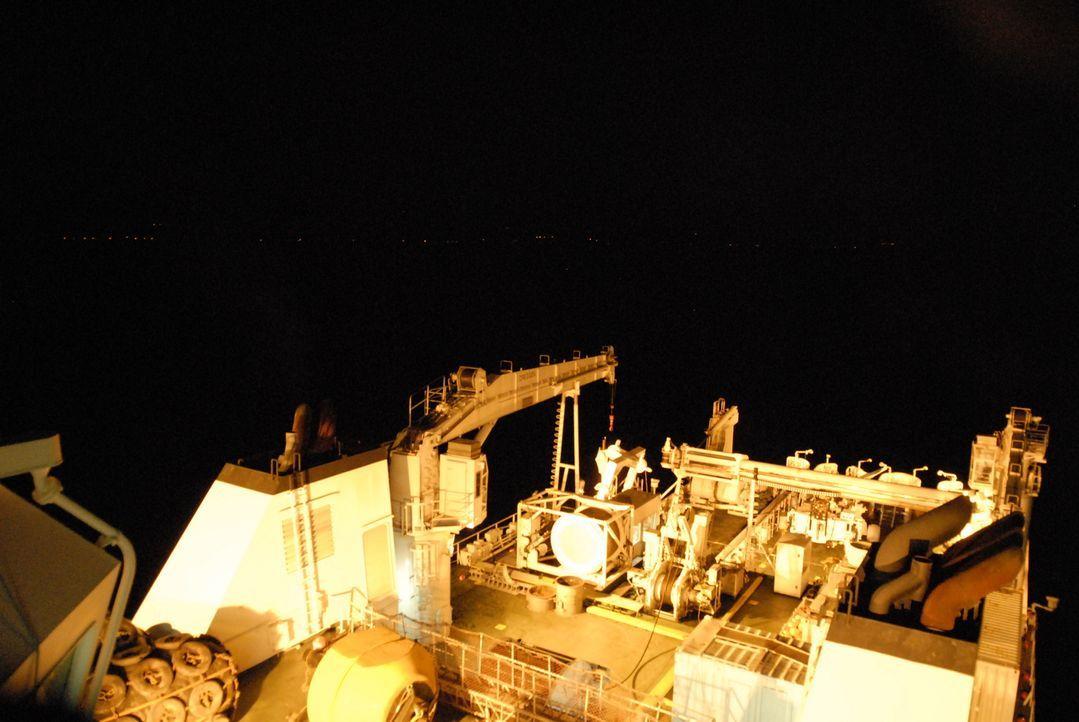 Die Resolute ist für die Verlegung und Instandhaltung von Hochseekabeln zuständig. Durch ihre Leistung ist die Funktion des internationalen Kommunik... - Bildquelle: Exploration Production Inc.