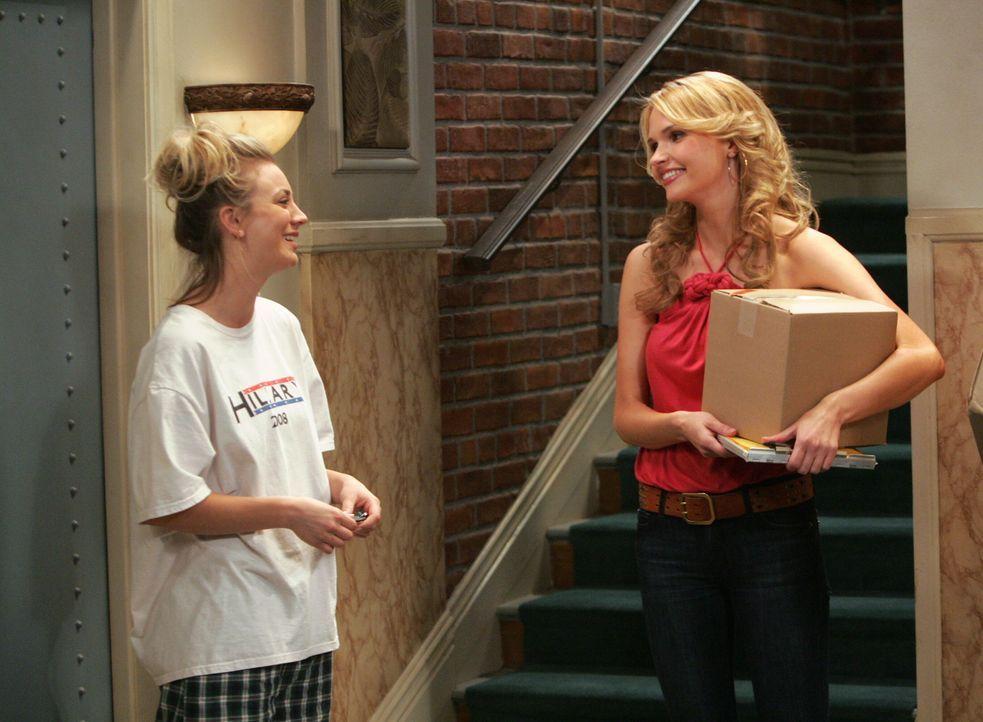 Penny (Kaley Cuoco, l.) durchschaut Alicia (Valerie Azlynn, r.) sofort, und ihr wird klar, dass ihre Freunde bei Alicias Anblick den Verstand auskni... - Bildquelle: Warner Bros. Television