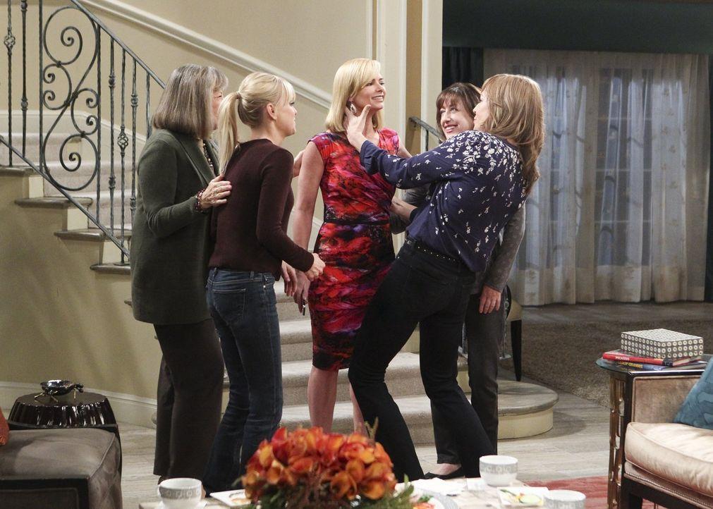 Marjorie (Mimi Kennedy, l.), Christy (Anna Faris, 2.v.l.), Wendy (Beth Hall, 2.v.r.) und Bonnie (Allison Janney, r.) sind mehr als erstaunt, als Jil... - Bildquelle: 2017 Warner Bros.