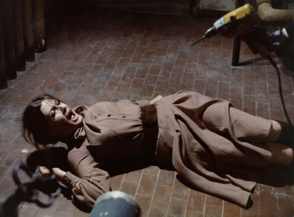 Und wieder schlägt der skrupellose Frauenmörder zu - diesmal ist die hübsche Giuseppina-Maria (Marisa Mell) sein Opfer ... - Bildquelle: Constantin Film