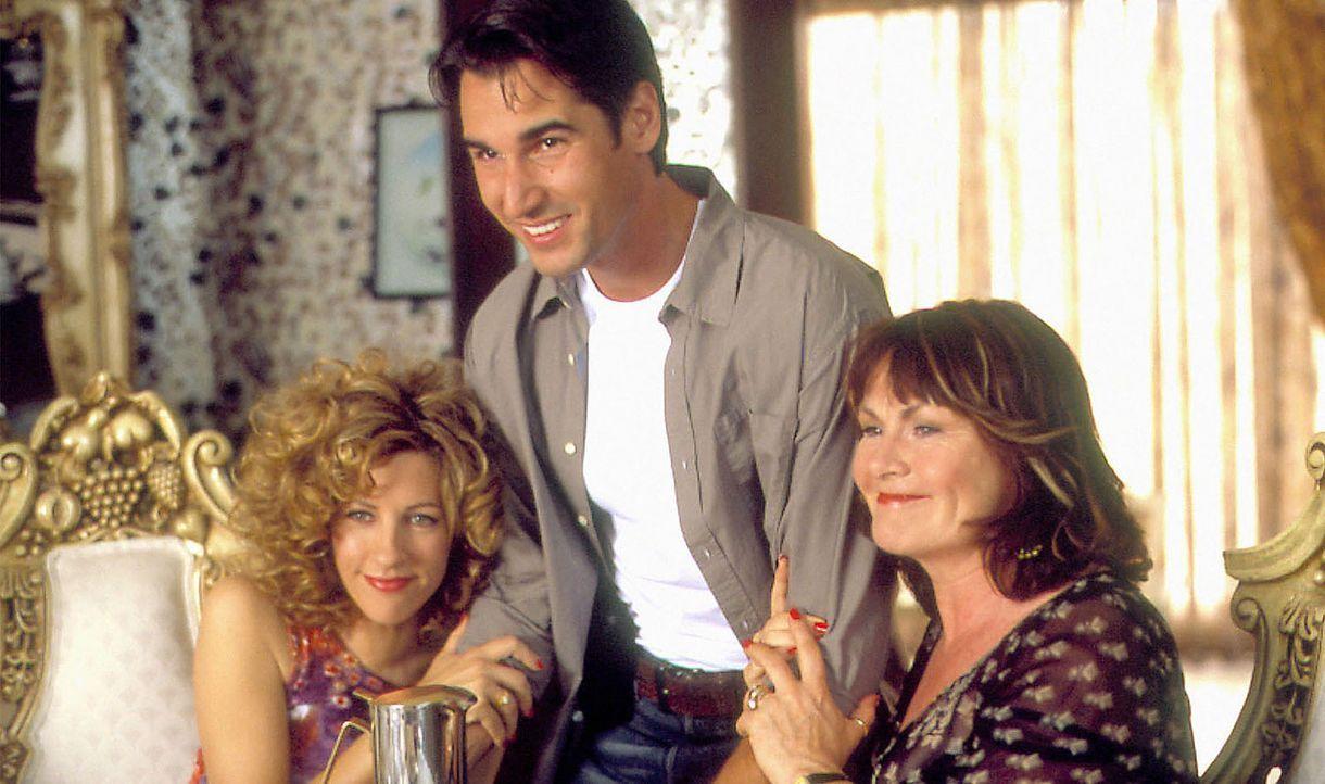 Als sich Nino und Angelo outen, weiß die nicht weniger entsetzte Mutter von Nino (Mary Walsh, r.) die Lösung: Man verkupple einfach Angelo mit der... - Bildquelle: Samuel Goldwyn Films